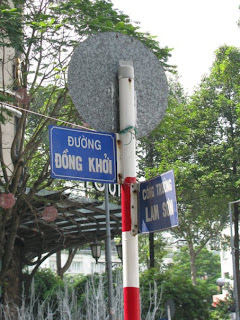 Walk, walk, walk, through Đồng Khởi street to Saigon River!