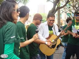 foto din beramboi main gitar