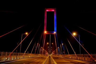 jembatan suramadu malam hari