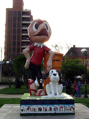 Condorito y su perro Washington. Estatua en parque Esculturas de comic en San Miguel
