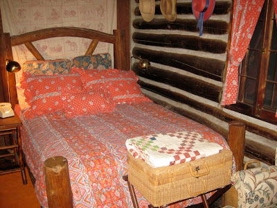 awosting lodge master bedroom