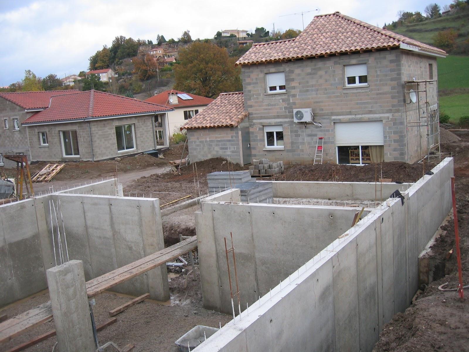 Notre maison en construction creissels b ton banch for Maison en beton banche