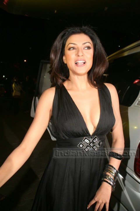 sushmita sen cleavage Hot