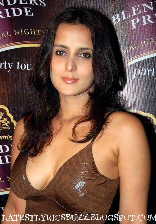 tulip+joshi+hot+cleavage.jpg