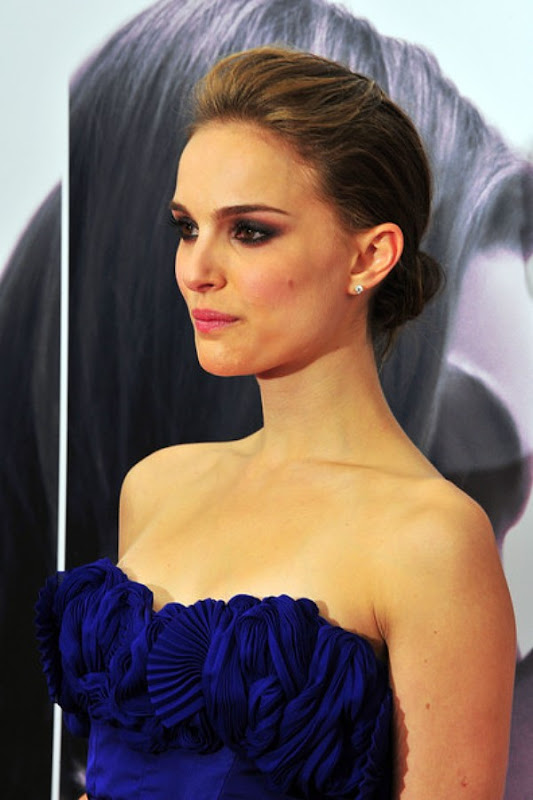 Beautiful Natalie Portman Pictures Wallpapers in Hot Blue Dress