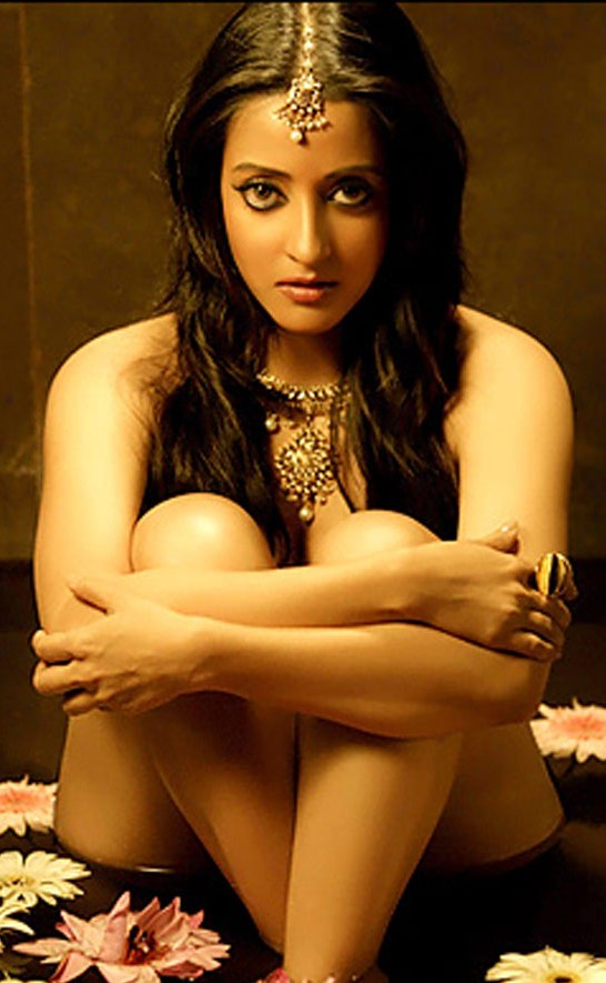 raima sen complete nude Do you dare to look at nude ...