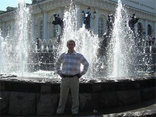Вадим у фонтана