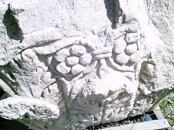 Capitel visigodo a medio labrar en Valeria