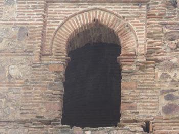 Arco de herradura mudéjar con alfiz