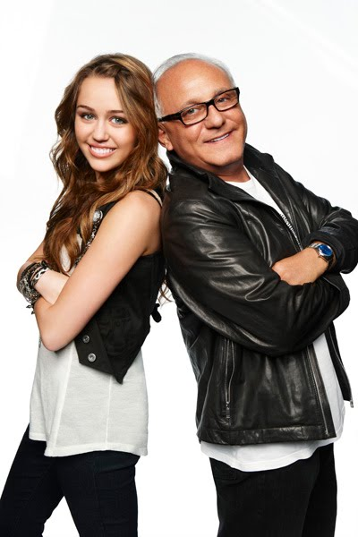 selena gomez and taylor lautner 2010. Taylor Lautner, Miley Cyrus