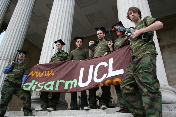 [student+campaigners+protesting+to+disarm+ucl.jpe]