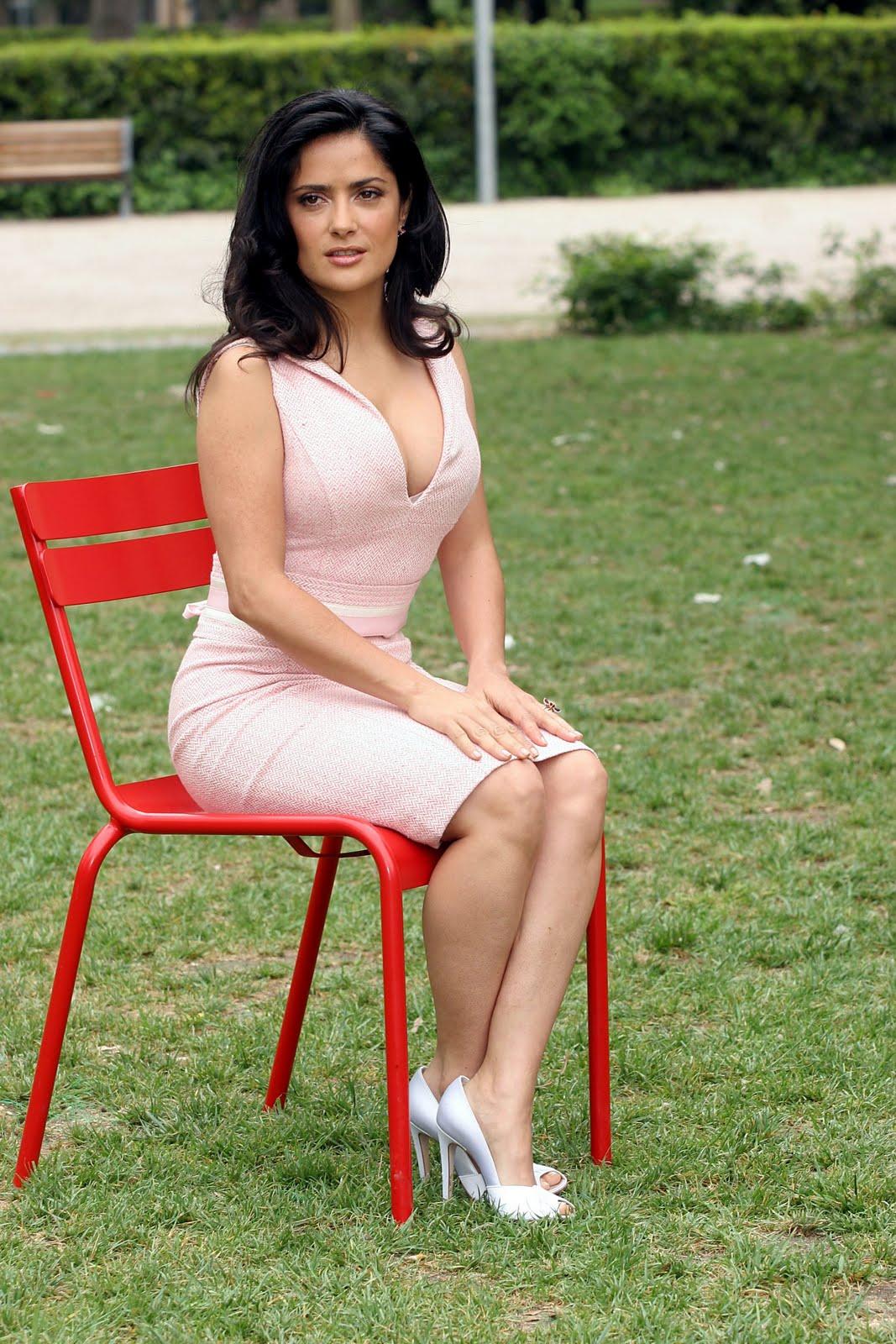 Salma Hayek posa topless para Allure Magazine Variety  - imagenes de salma hayek sin ropa