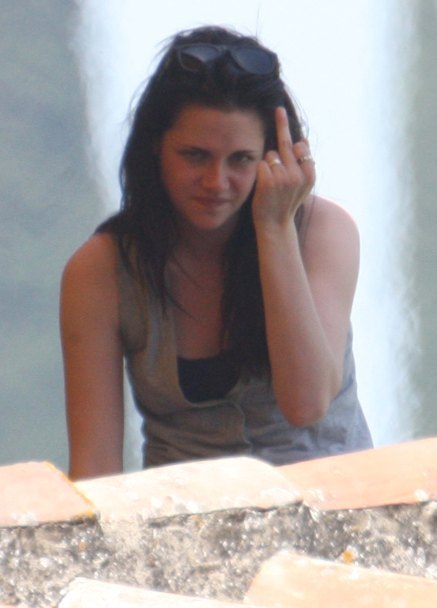 kristen stewart smoking. hot girlfriend kristen stewart