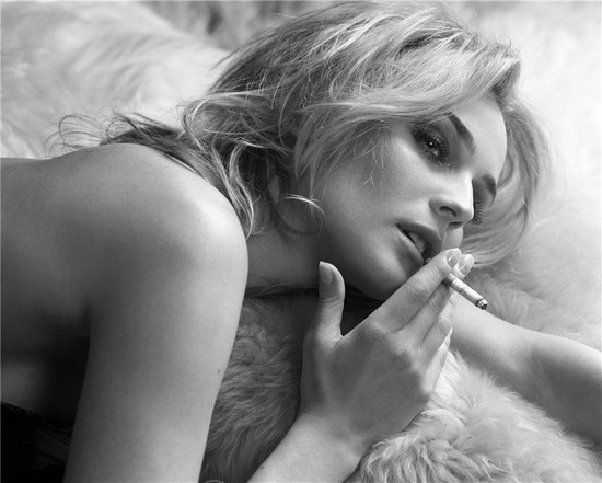 smoking but can you REALLY go wrong when photographing Diane Kruger?
