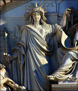 La Justicia, 1848, del escultor Ponciano Ponzano, con diadema solar (Foto propia)