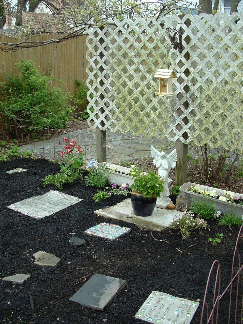 April Shade Garden Ideas )