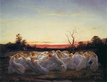 La tarde se adorna con nubes de oro y las hadas bailan en la pradera