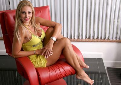 Ângela Bismarchi irá desfilar totalmente nua no carnaval