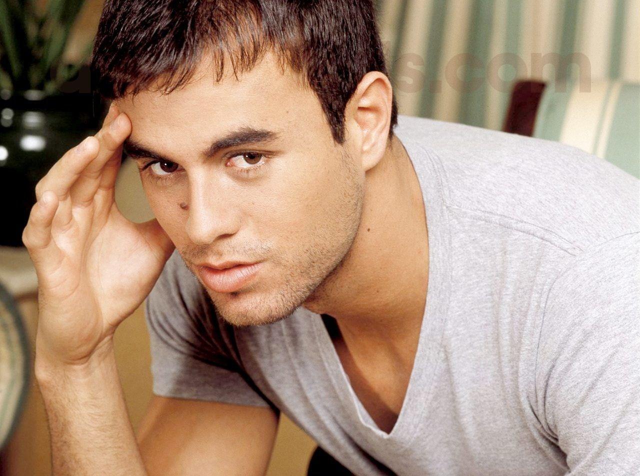 http://4.bp.blogspot.com/_T0TNGPcb4Kw/TEtpPY_Rg2I/AAAAAAAAJ-M/R-Js3Ick_sM/s1600/Enrique_Iglesias2.jpg