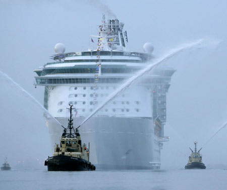 1001archives World 39 S Largest Cruise Ship Oasis Of The Sea
