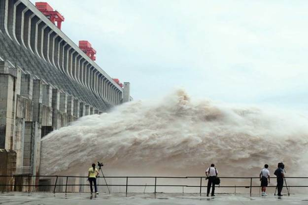 three gorges dam world s largest dam The three gorges dam is the world's largest hydropower project and most notorious dam the massive project sets records for number of people.
