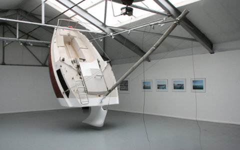 Iate de 6,5 metros cortado ao meio foi criado pelo artista francês ...