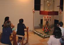 50 Eucaristías mensuales por las peticiones que se nos encomiendan
