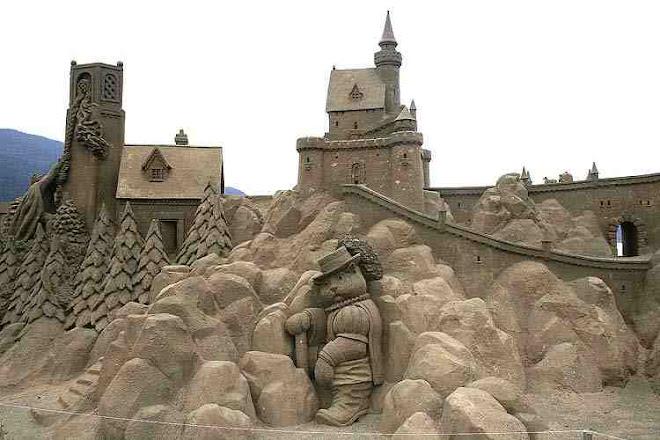 Arte en la playa-castillo de arena