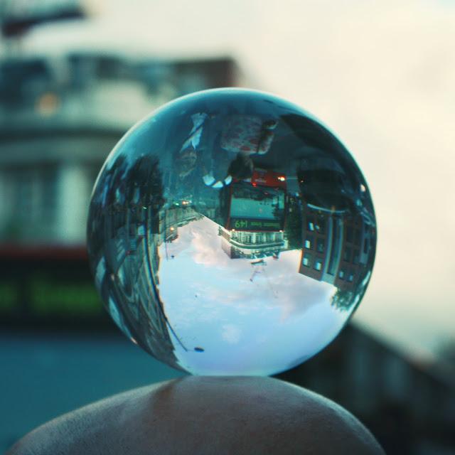 Boule de cristal... ou boule à zéro ?? - Londres Insolite