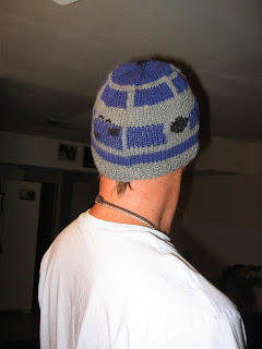 R2d2 Hat Knitting Pattern : mega(k)nits: R2D2 Hat Recon