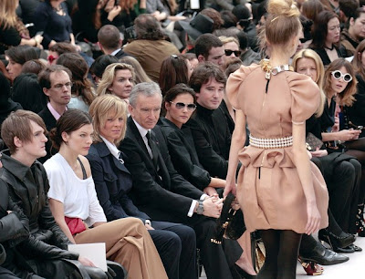 Paris Fashion Week – Alexa Chung Frot Row en Louis Vuitton