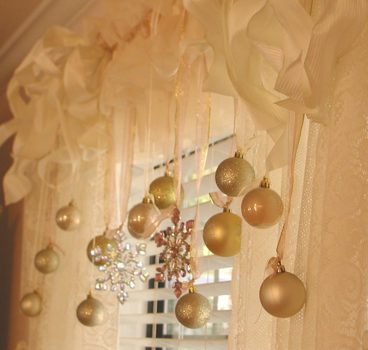 Decorating Ideas > Chateau De Fleurs Champagne, Blush Pink, Cream And Gold ~ 060045_Christmas Decorating Ideas Gold