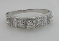 14 ct. White Gold Hinged Diamond Bangle