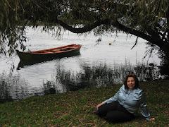 Mujer chilena en el Jardín Botánico U.A.CH
