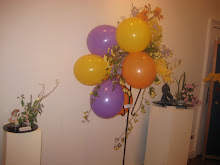 Arreglo floral con globos