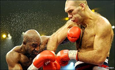Russia: Nikolai Valuev Beats Evander Holyfield!