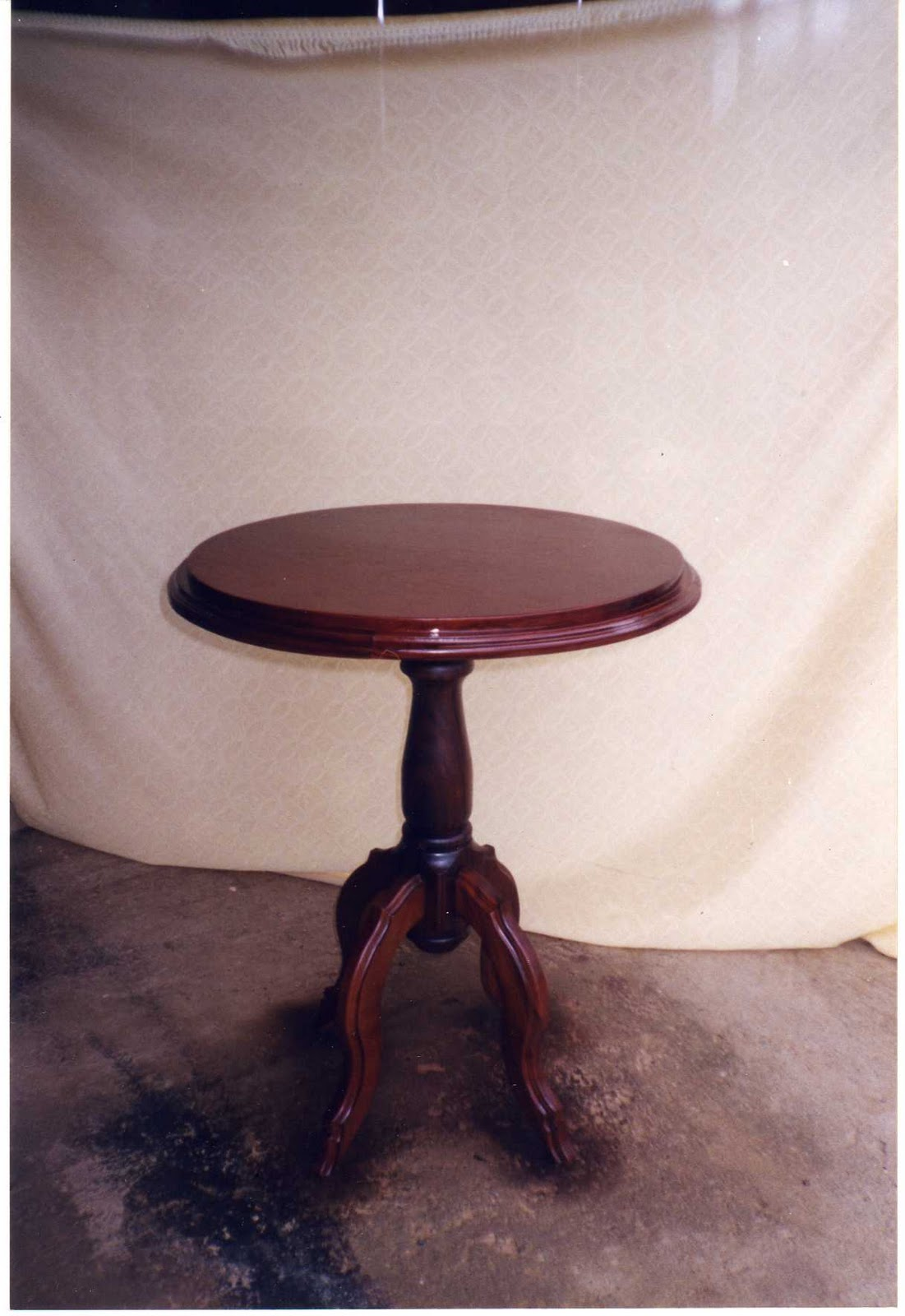 Mis trabajos en madera mesa telefonera en caoba oscuro for Mesa telefonera