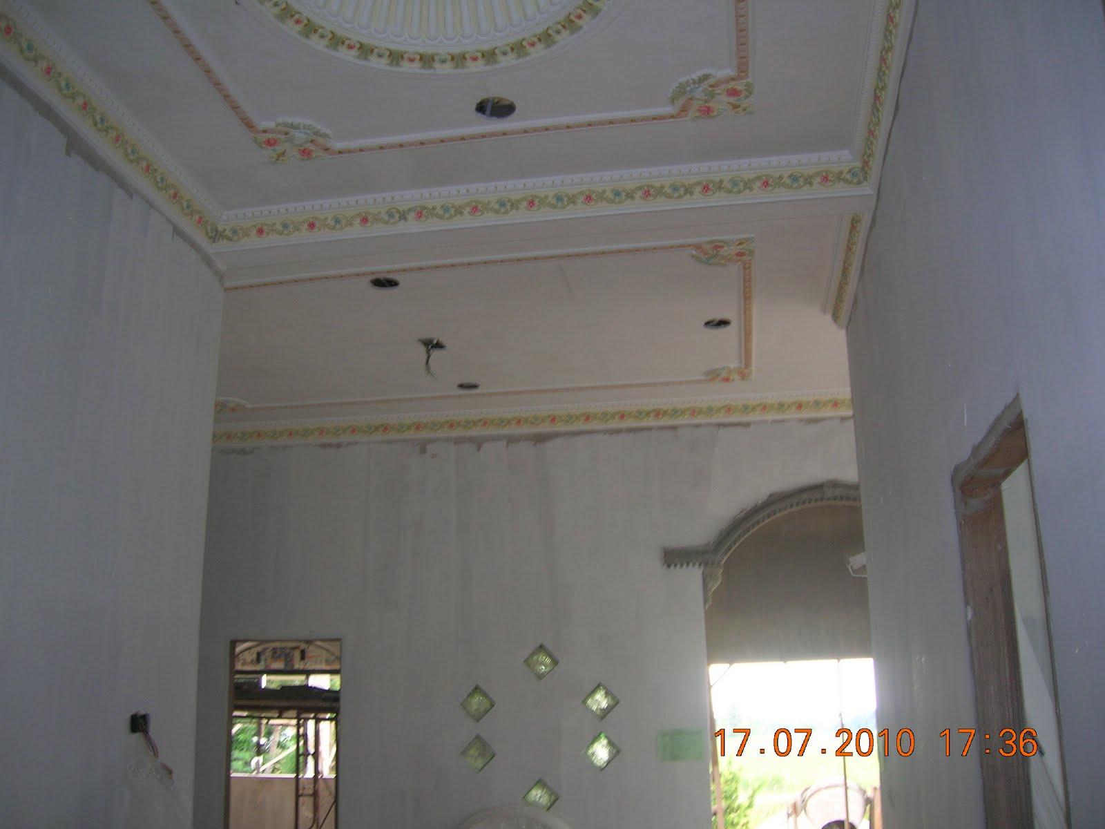 ... atas tapak sekarang tukang rumah dan tukang plaster siling kerja kerja