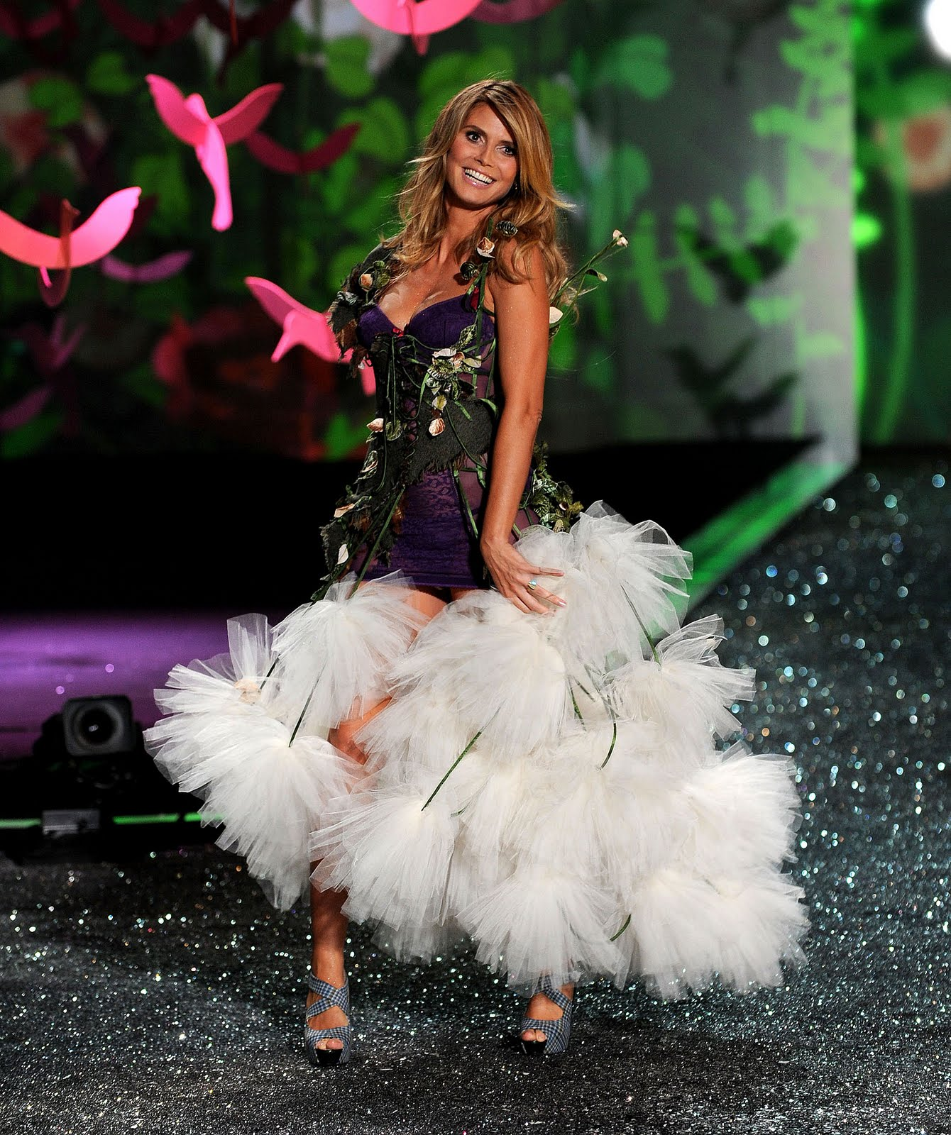 http://4.bp.blogspot.com/_TL3kwXYIJaI/SwhPecDQZYI/AAAAAAAADdk/92fV3cgtSls/s1600/The+2009+Victoria%27s+Secret+Fashion+Show+025.jpg