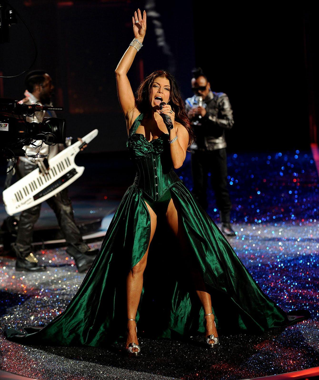 http://4.bp.blogspot.com/_TL3kwXYIJaI/SwhPeu7_npI/AAAAAAAADds/Ryq2OyCoUyE/s1600/The+2009+Victoria%27s+Secret+Fashion+Show+024.jpg