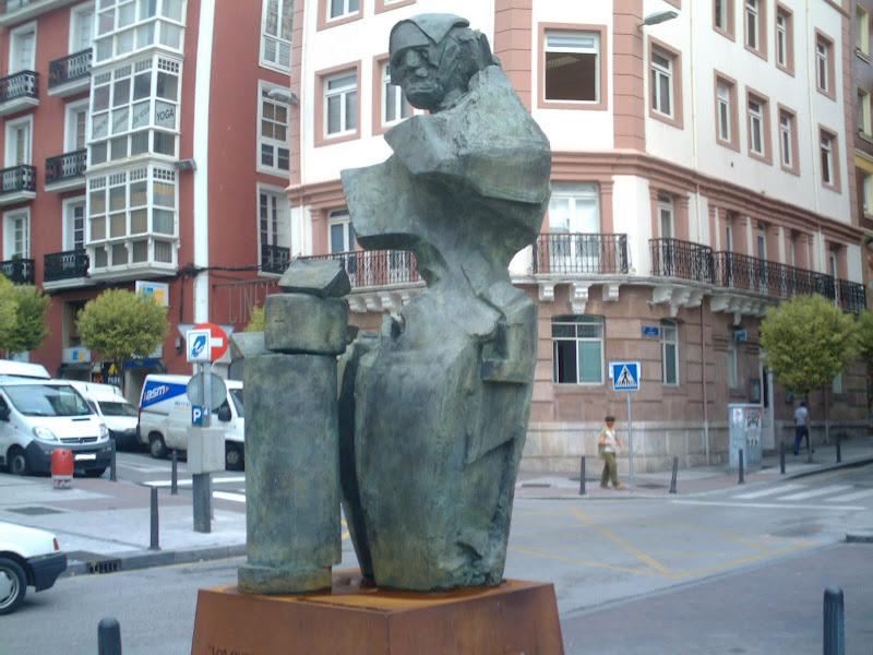 Escultura homenaje a La Quesera en Santander
