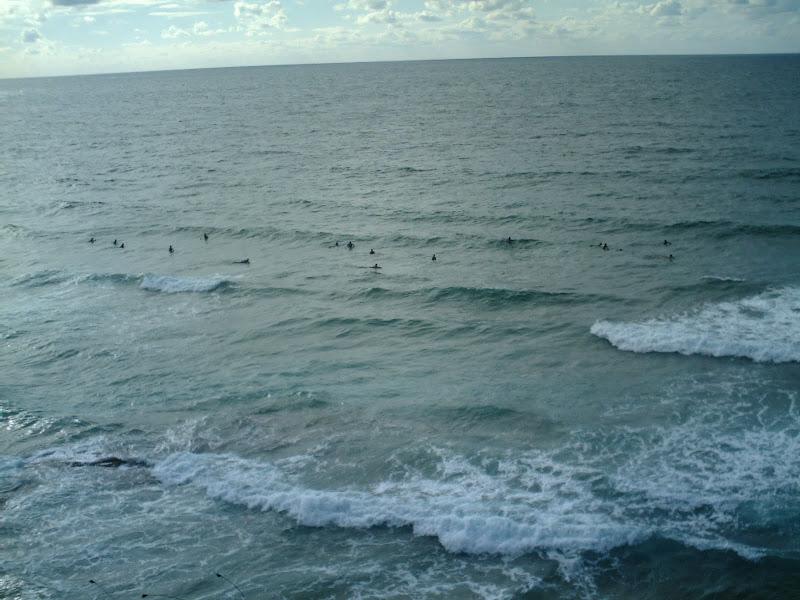 Surfistas en la Playa de Canallave en Liencres