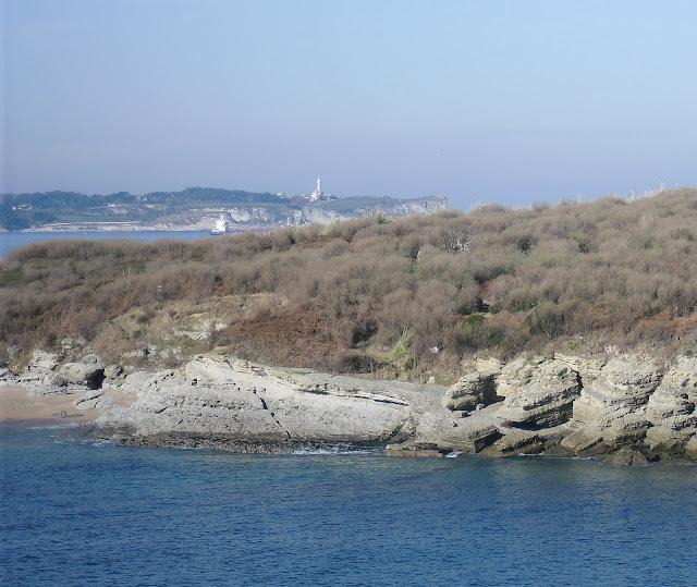 Faro de Cabo Mayor desde Loredo