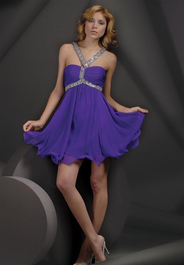 Vestidos galeria: Vestido para invitadas a una boda de color morado