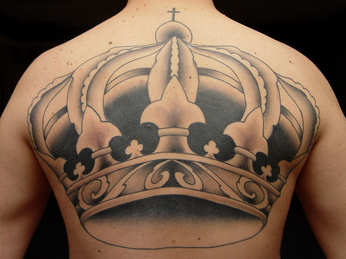 One of the favorite kinds of tattoos chosen by every gal is crown tattoos.