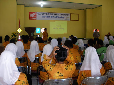 Honda Safety Riding Bengkulu Goes to School