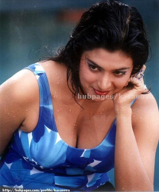 Mallu Boobs,Navels,Clevages,Hot Mallus: Swimsuit Mallus in Sexy Stills