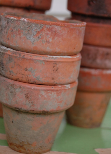 Happy day vintage work it wednesdays aging terra cotta pots for Terracotta works pots