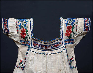 Mexican blouse from Pueblo region, Field Museum collection