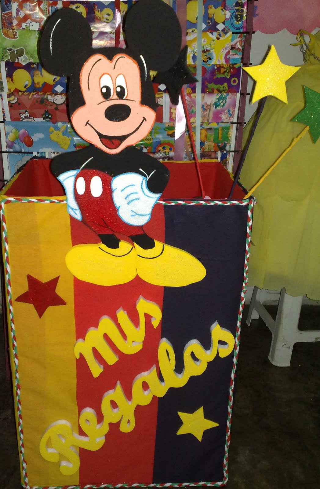 Caja De Regalos Para Fiestas Infantiles De Minnie Wallpapers | Real ...